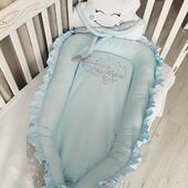 Babynest-ul arata minunat atunci cand este asortat cu o pilota in aceleasi nuante si accesorizat cu pernute decorative. Alege designul romb realizat manual pentru un plus de personalitate. 💙💙💙