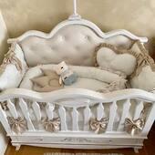 Am folosit dantela ivoire, detalii bej satinat si multe fundite pentru setul micutului Raul. Babynest-ul si peruta inima se asorteaza perfect cu lenjeria si cu setul de aparatoare. 🤍🤍🤍 . . . . #lenjeriepatut #babynestromania #pernutabebe #pernabebe #aparatoripatut #protectiipatut