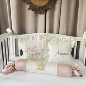 Pernutele in nuante de ivoire si roz pudrat, brodate cu roz si auriu sunt pregatite sa decoreze camera micutei Ariana💗💗💗 . . . . #cadoubotez #cadouripersonalizate #cadoubebe #cadoubebelusi #pernabebe #pernadecorativa #pernapersonalizata #personalizedgifts