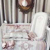 Setul pentru micuta Natalia este incantator, presarat cu fundite si dantela in nuante de ivoire si roz pudrat.  Un set complet cu adevarat de poveste format din aparatoare, babynest, pilota, cearsaf cu volane si pernuta ortopedica. 🤍💞🤍 #babynestromania  #pernecopii  #cearsaf #aparatoarepatut