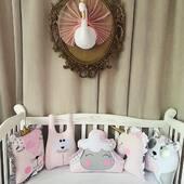 O feerie de forme si culori, un set de aparatoare animalute cu totul si cu totul special realizat in nuante de roz, gri, auriu, argintiu si alb. Regele leu nu putea lipsi din acest set si nici unucornul magic. 🦄🦁👑🐰🐻 . . . . #accesoriisbaby #lenjeriipatut #aparatoarepatut #aparatoripatut #protectiipatut #pernabebe #sbabybedding #babybedding #babybeddingset #cribbedding #cribbeddingset #babylinen #babypillow #babyshowergift #babyshower #babygift #newborngifts #cadoubotez #botez #botezdepoveste #botez🍼🍬🎊🎀🎉🍼🎊🎉 #cadouricopii #cadouripersonalizate #cadouripentrucopii #cadoubebe #cadouribebelusi